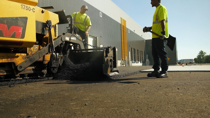 Asphalte JRL Paving men grading parking lot