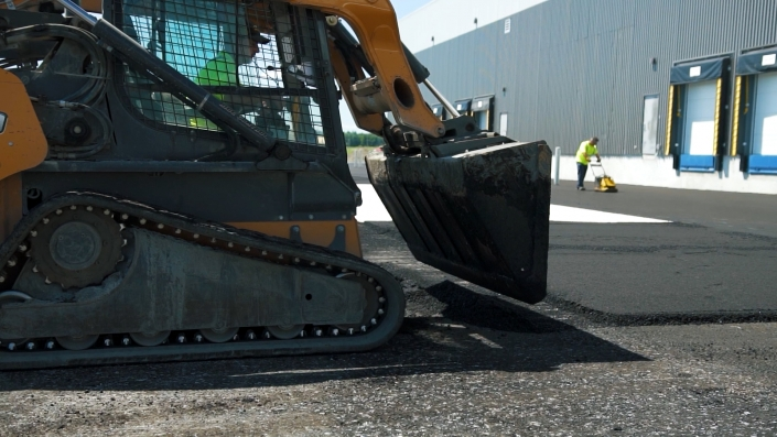 Asphalte JRL Paving skid-steer parking lot