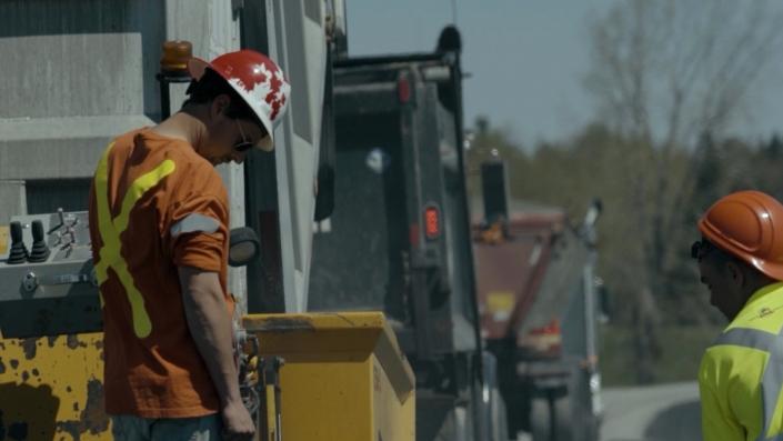 Asphalte JRL Paving men grading road
