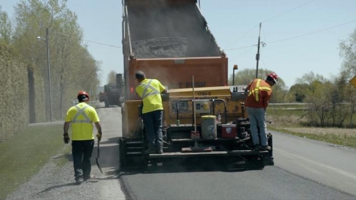 Asphalte JRL Paving men grading country road