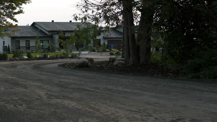 Asphalte JRL Paving residential home driveway entrance