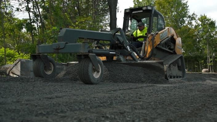 Asphalte JRL Paving residential driveway grading equipment