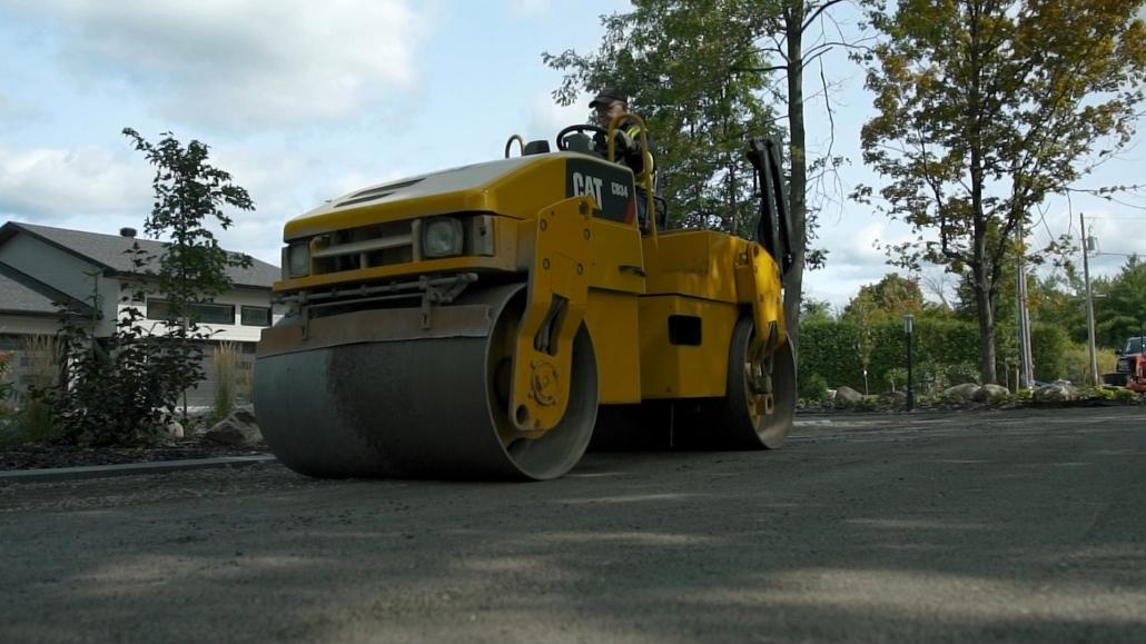 Asphalte JRL Paving residential driveway roller equipment