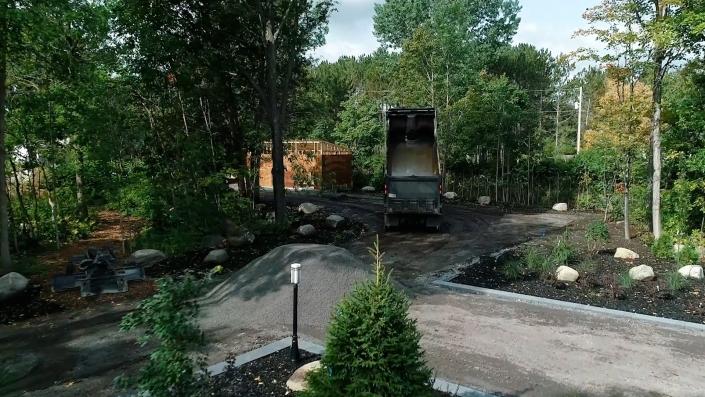 Asphalte JRL Paving residential driveway truck dumping