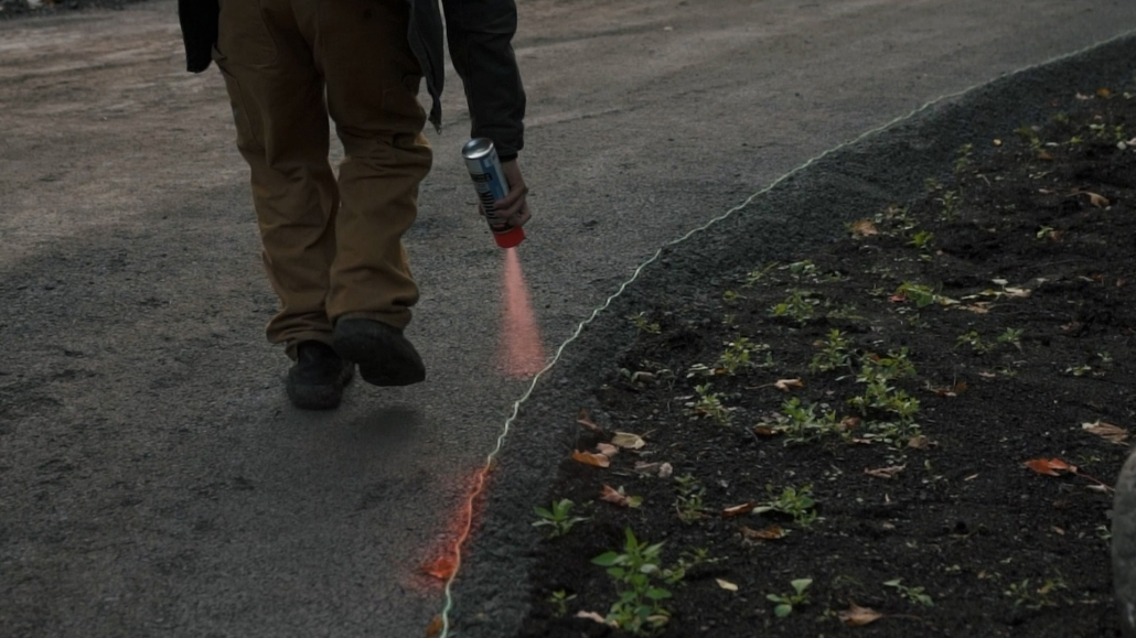 Asphalte JRL Paving residential driveway man marking with paint